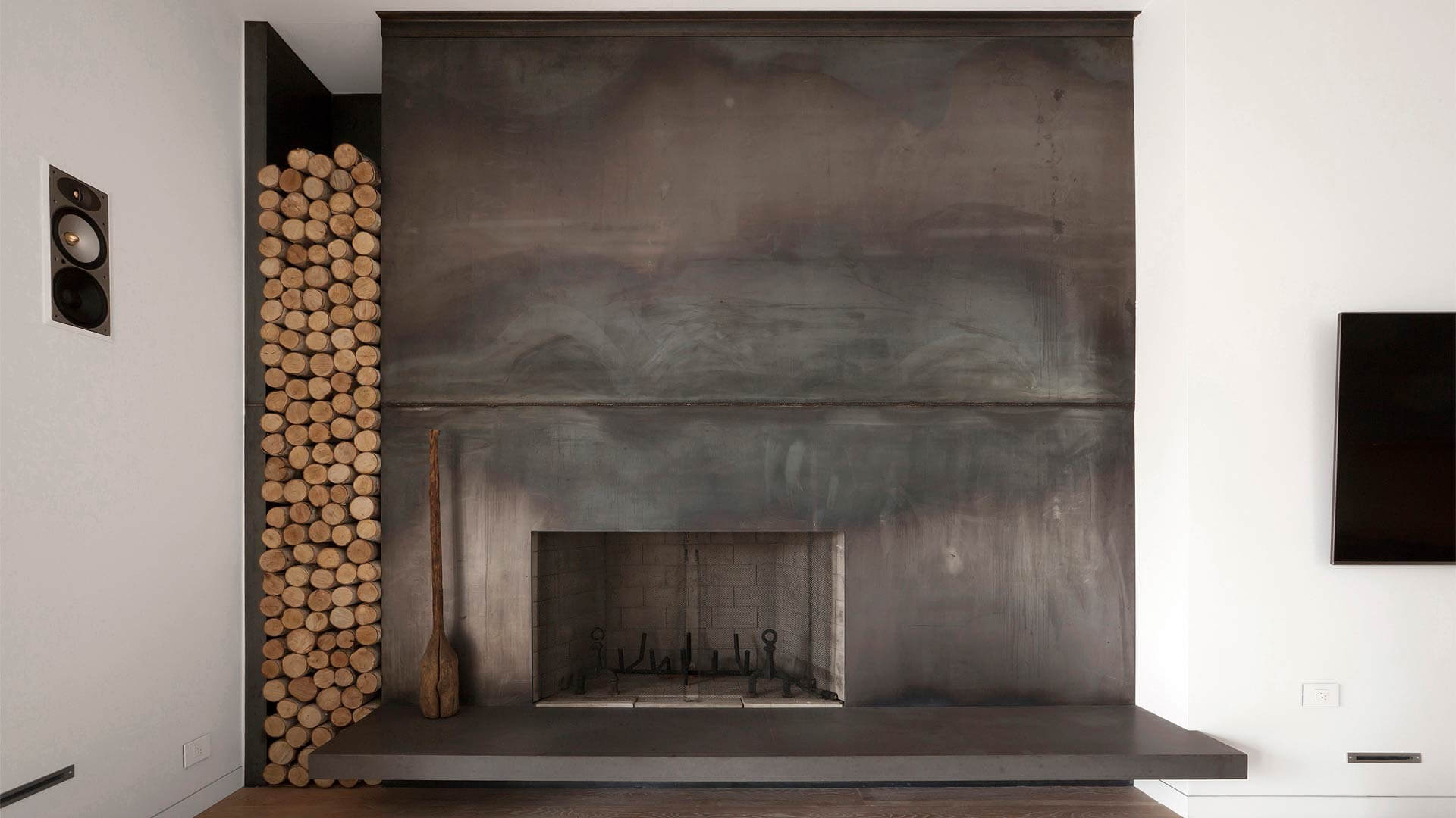 Industrial Steel Fireplace surround with vertical firewood storage slot - Minimalist Modern - Indian Head Park - Chicago, Illinois - HAUS | Architecture For Modern Lifestyles, Christopher Short, Indianapolis Architect with Joe Trojanowski