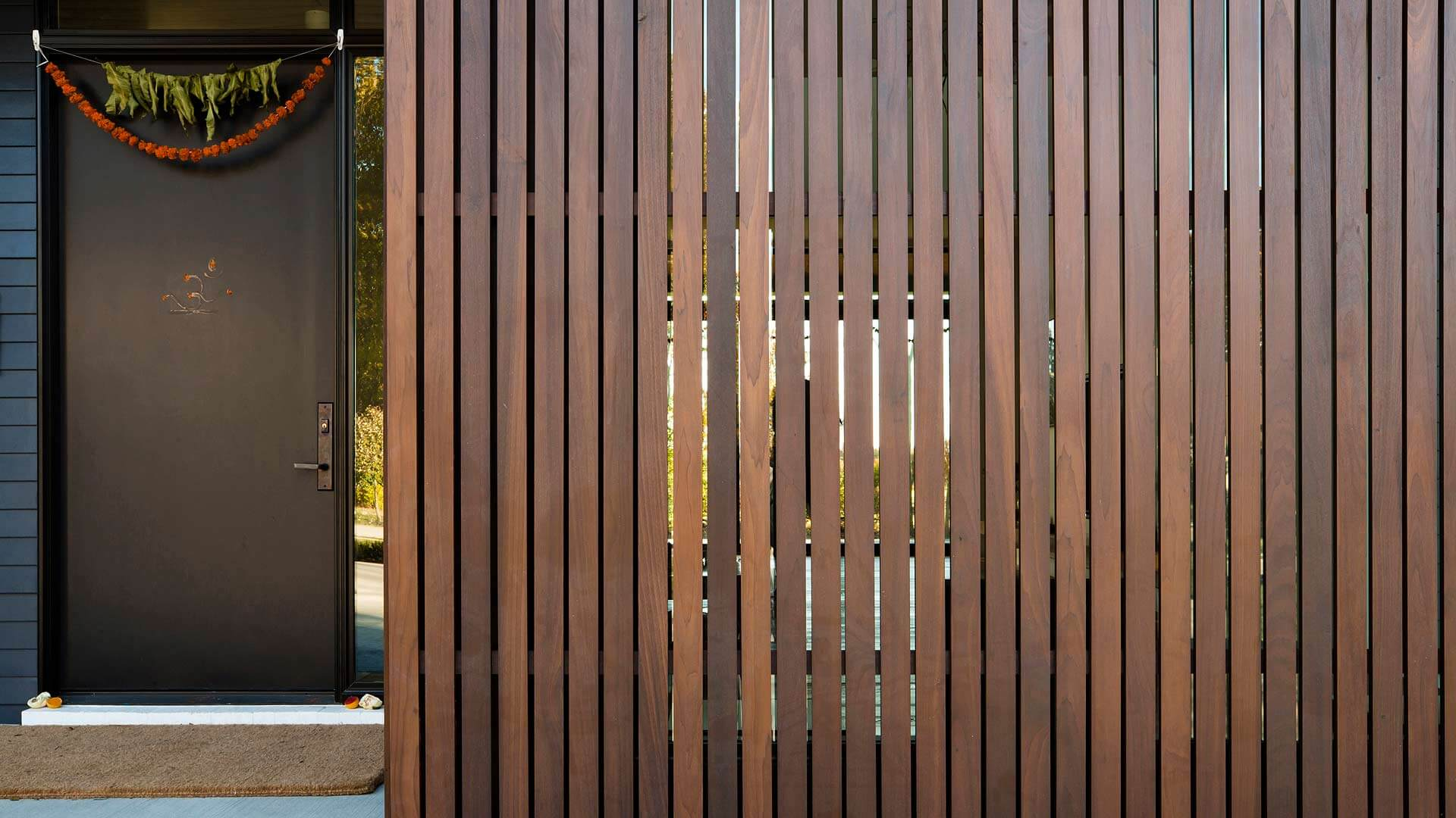 Ipe wood sliding screenwall detail (Puja) - Towne Oak Estates, Steffe Drive, Carmel, Indiana - Christopher Short, Derek Mills - Indianapolis Architects, HAUS | Architecture For Modern Lifestyles